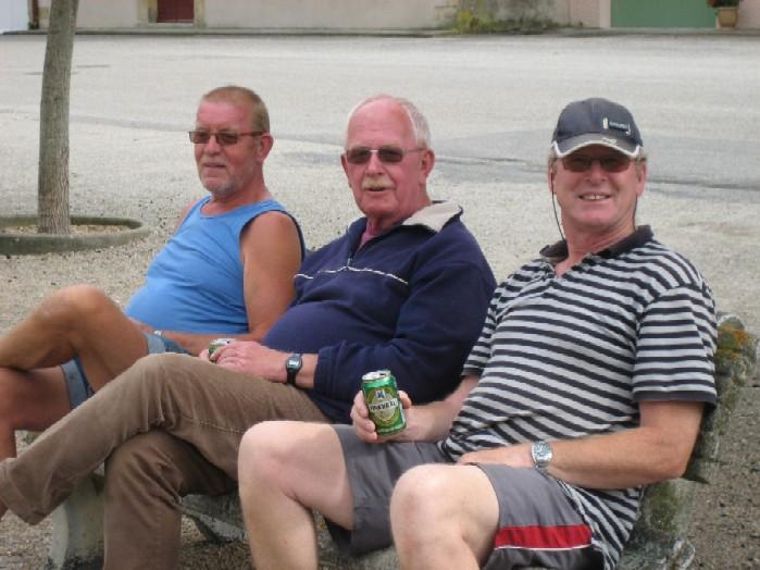 3 schippers op het leugenbankje in Segala