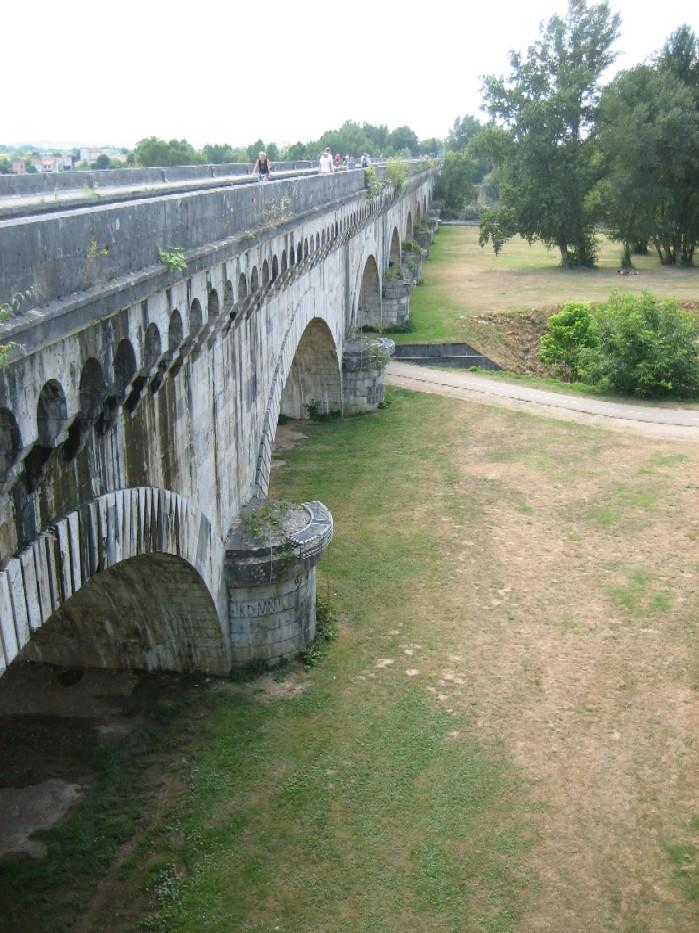 Aquaduct, in totaal 23 bogen