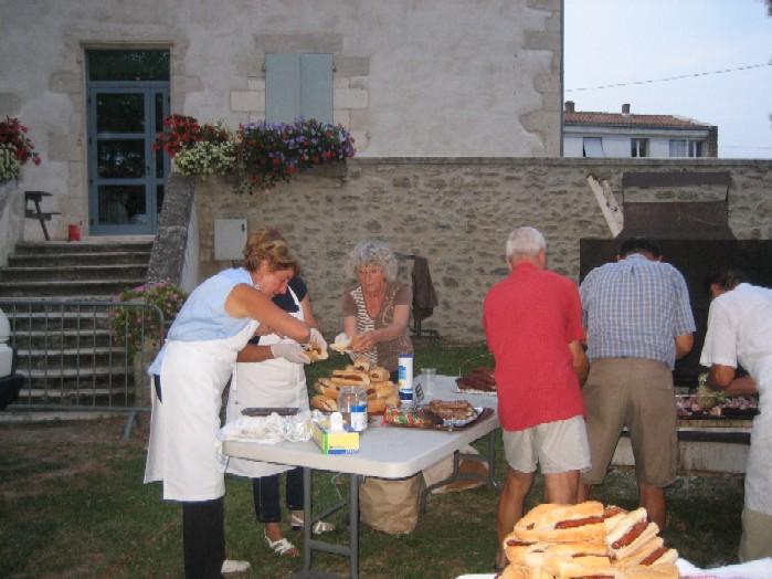 zijn de raadsleden druk met de barbecue. Zie je dat in Bunnik of Driebergen al gebeuren?