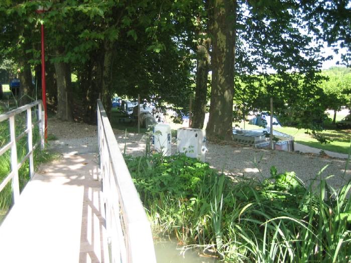 naast de haven de camping, makkelijk voor als de kinderen komen