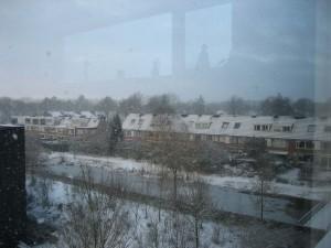 Uitzicht vanuit appartement tijdens de eindeloze winter 2009/2010