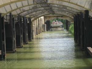 kruising van kanaal en rivier