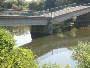 gelukkig ligt deze brug niet over het kanaal maar over de Moezel