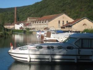 het haventje van Deluz, perfekt om hoog water af te wachten
