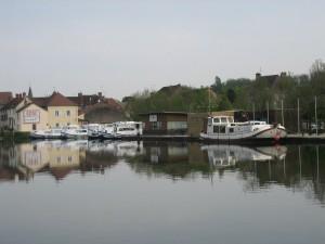Haventje van St Léger sur Dheune. Artemis nog met wintertent