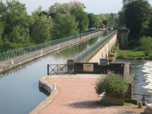 we vervolgen de tocht: aquaduct over de Loire bij Digoin