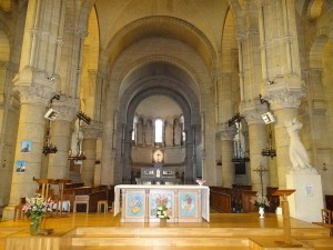 interieur van de kerk in Briare