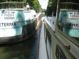 de breedte van het kanaal is soms zeer beperkt