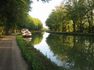 de eerste stopplaats op het Marne-Saone kanaal