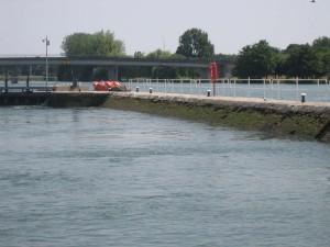 lastige sluizen in de Yonne, geen kademuur maar een schuine wand