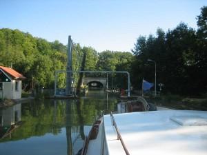 achter elkaar: hefbrug-aquaduct-tunnel en sluis
