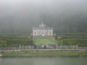 chateau Freyr, bij Waulsort, in de optrekkende mist
