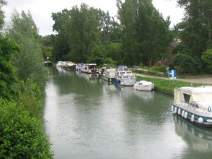 Nog net één plekje in Buzet aan een van de meest onverzorgde kades in dit deel van het kanaal