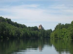 ..... bijna aan de voet van het kasteel