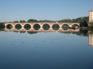 De pont Napoleon in Moissac in de ochtend