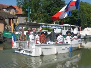 La banda op de kleinste rondvaarboot