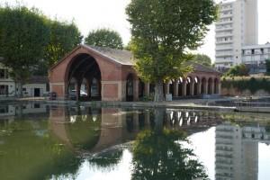 Het beroemde overdekte dok in Toulouse, daarnaast zijn er nog 4 niet overdekte